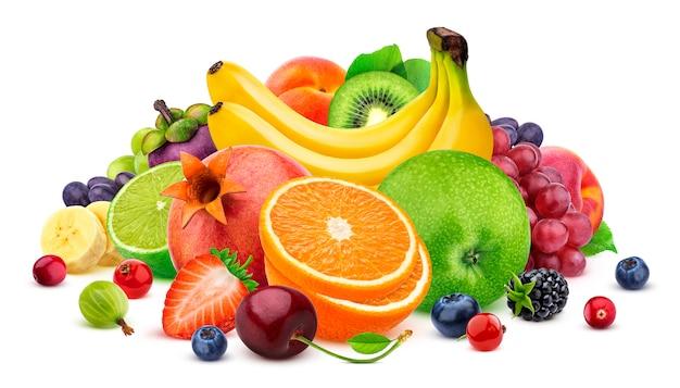 Früchte auf weißer oberfläche