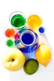 Früchte und becher