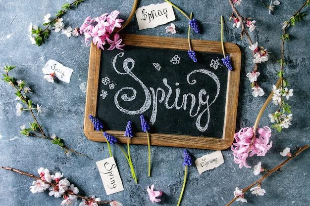 Frühlingsblumen blühen