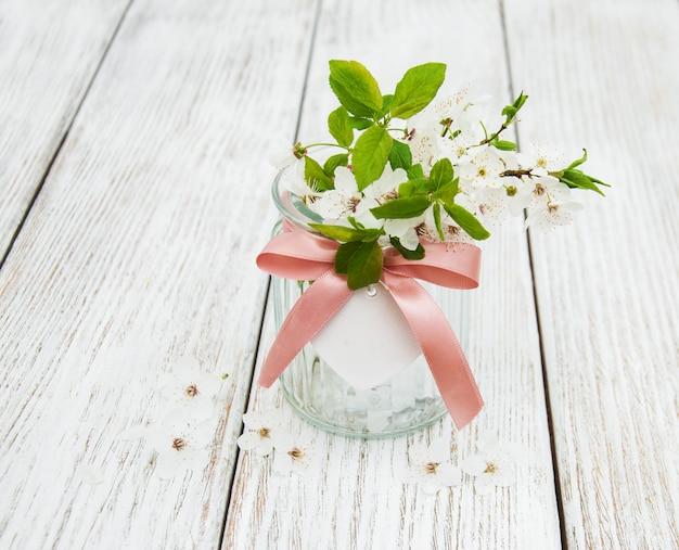 Frühlingskirschen blühen