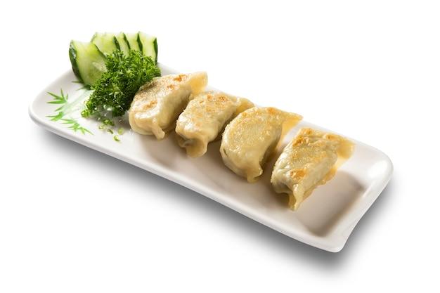 Frühlingsrollen - gebratene gemüse-frühlingsrollen, serviert mit süßer chilisauce. nahansicht.