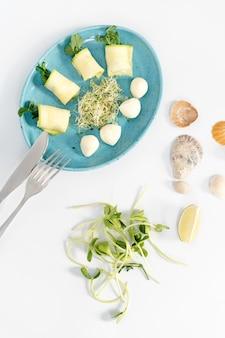 Frühlingsrollen mit zucchini und mozzarella