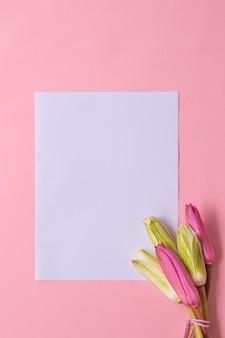 Frühlingsstrauß auf rosa