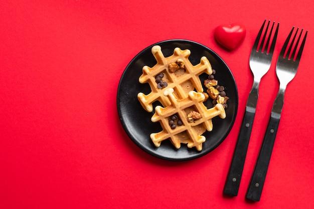 Frühstück belgische waffeln mit herz, valentinstag frühstück