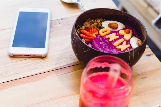 Frühstück in einem stilvollen café
