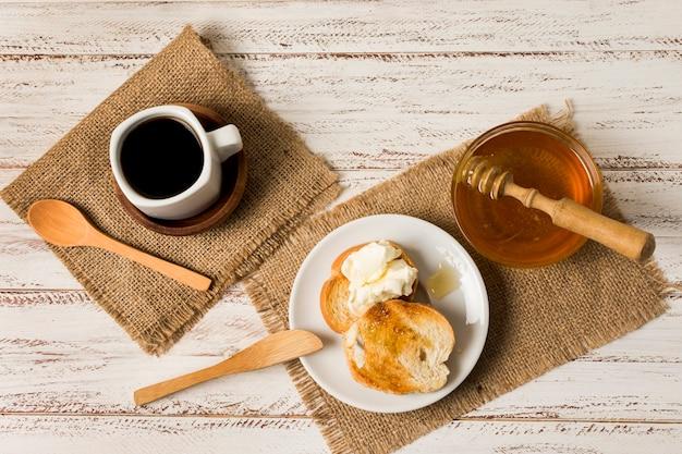 Frühstück mit honig