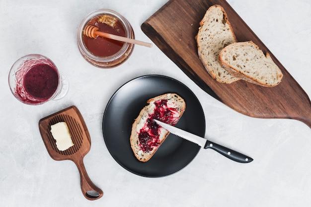 Frühstück mit marmelade