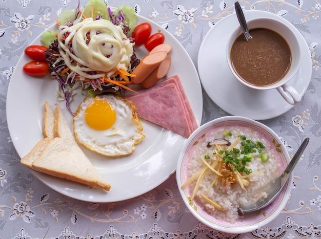 Frühstücks-set-konzept.