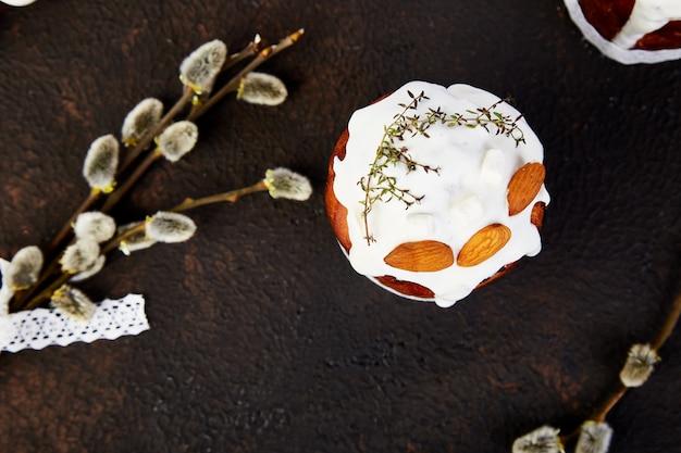 Frühstückskonzept der osterferien. frohe ostern, osterkomposition