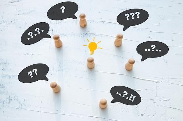 Führungskonzept, während andere in ihren gedanken verwirrt und hinterfragt wurden.