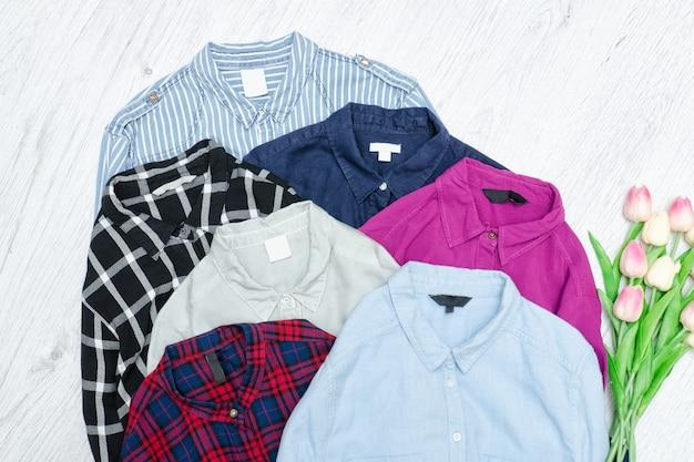 Fünf bunte hemden, sortiment. modekonzept