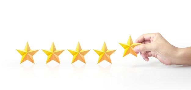 Fünf sterne in der hand. erhöhen sie das konzept der bewertung und klassifizierung