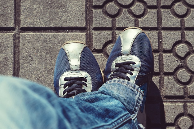 Füße auf dem boden