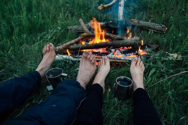 Füße freunde in flammen