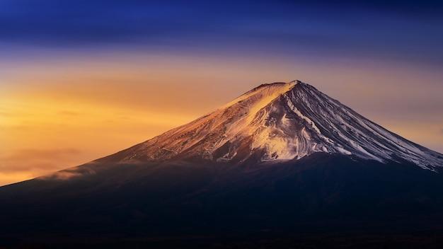 Fuji berg bei sonnenaufgang.