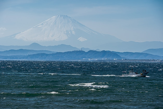 Fuji-berg mit meer in japan