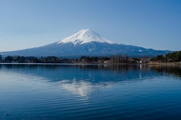 Fuji besteigen und fluss reflektieren