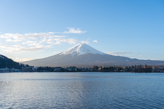 Fujisan berg mit see in kawaguchiko, japan.