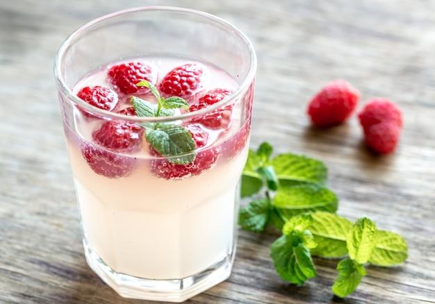 Funkelnde himbeere - limoncello cocktail