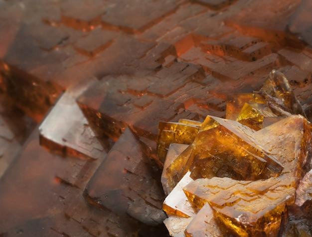 Fuorit oder flussspat ist eine mineralische form von calciumfluorid, caf2