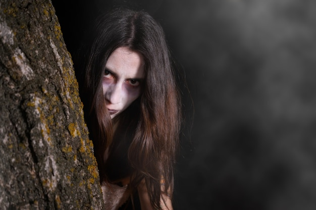 Furchterregende geisterfrau, halloween-thema