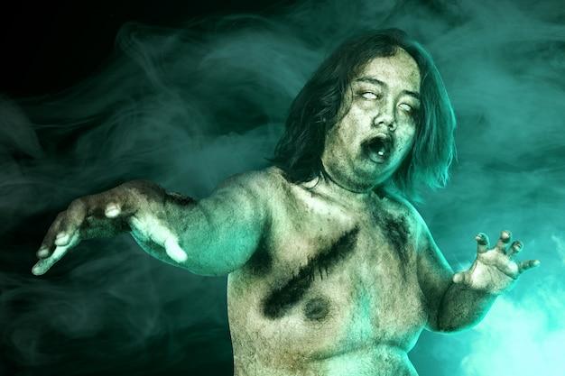 Furchterregende zombies mit blut und wunde auf seinem körper