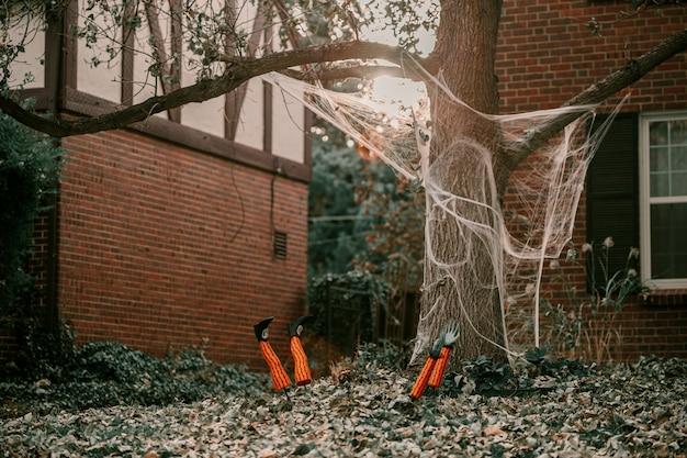 Furchtsame gespenstische halloween-gartendekorationen