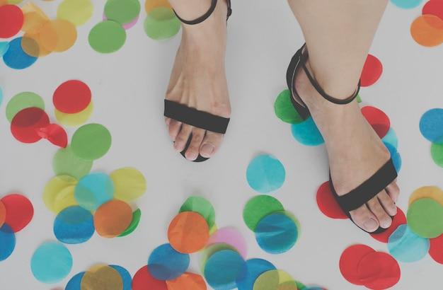 Fuß konfetti party feier konzept