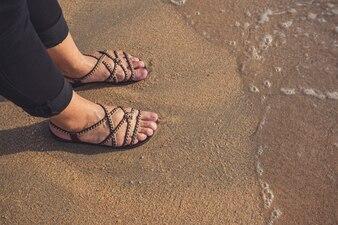 Fuß und Meer im Sommer.