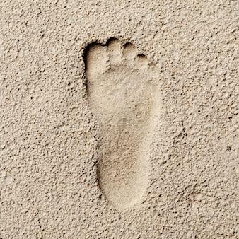 Fußabdruck im sand, hallo kontrast stil, steinzeit
