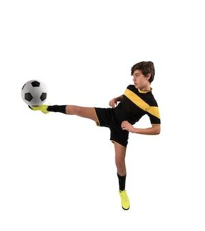 Fußball-action-szene mit konkurrierenden jungen fußballspielern im stadion