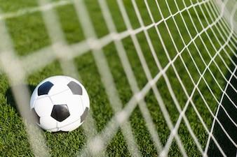 Fußball hinter Netz