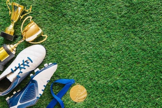 Fußballhintergrund auf gras mit copyspace auf recht