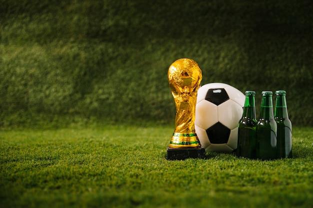 Fußballhintergrund mit bier und und copyspace