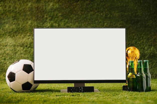 Fußballhintergrund mit bier und weißem fernsehen