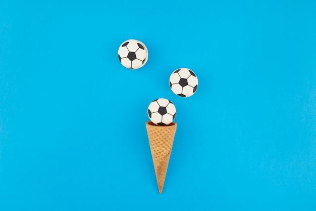 Fußballmakronen in den waffelkegeln