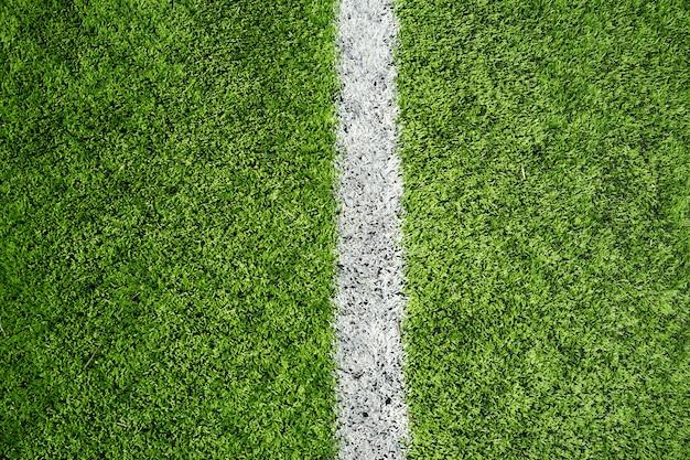 Fußballplatz mit grünem lass