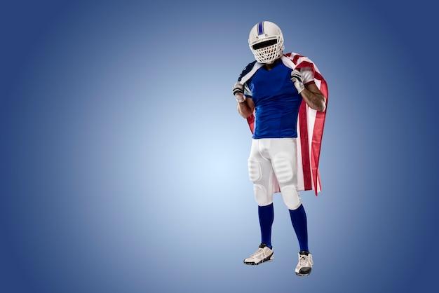 Fußballspieler mit einer blauen uniform und einer amerikanischen flagge, auf einer blauen wand