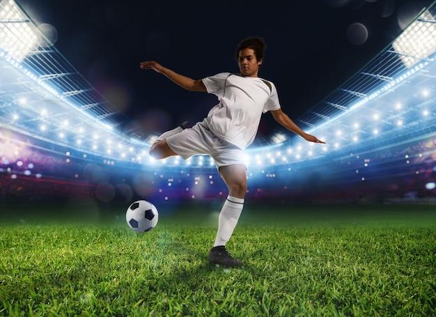 Fußballszene eines spielers, der den ball tritt