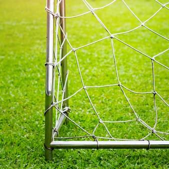Fußballtor mit spielfeldansicht