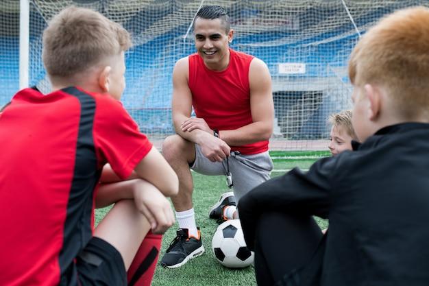 Fußballtrainer gibt pep talk