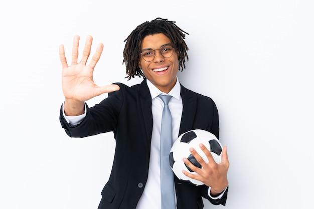 Fußballtrainer über lokalisierter weißer wand