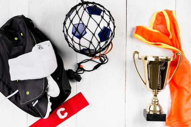 Fußballzusammensetzung mit ball im netz und in der tasche