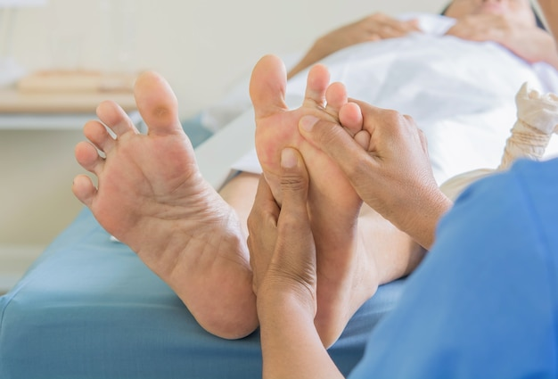 Fußmassage alte frauen
