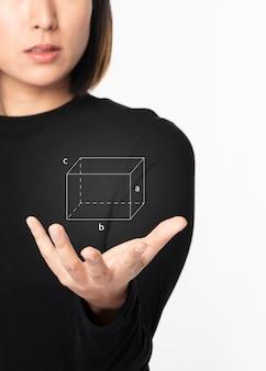 Futuristische digitale präsentation durch frau im schwarzen hemd