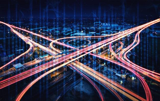 Futuristische straßentransporttechnologie mit digitaler datenübertragungsgrafik