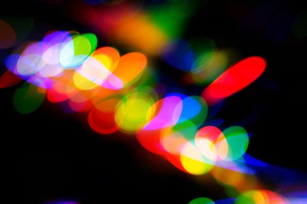 Futuristischer neon-glitch-hintergrund. gestörte nachtleben-technologielinien, straßenlaternenbewegung und -technologie
