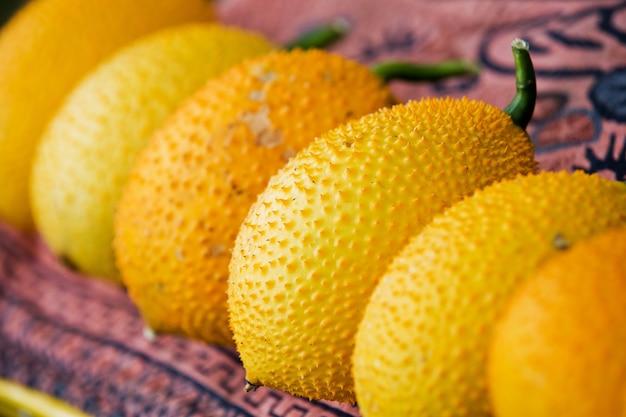 Gac-frucht, baby jackfruit, spinat bitterer kürbis, sweet grouard oder cochinchin kürbis