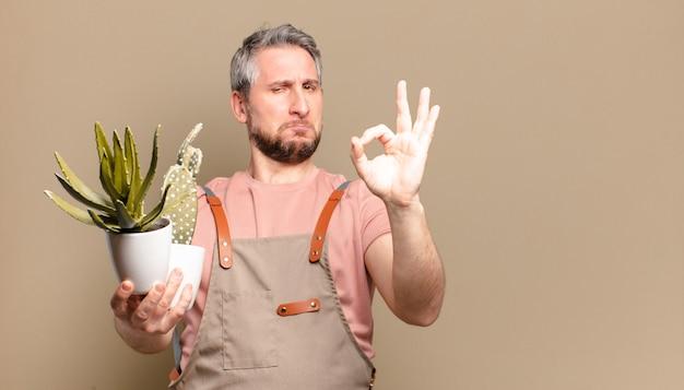 Gärtnermann des mittelalters mit kaktus