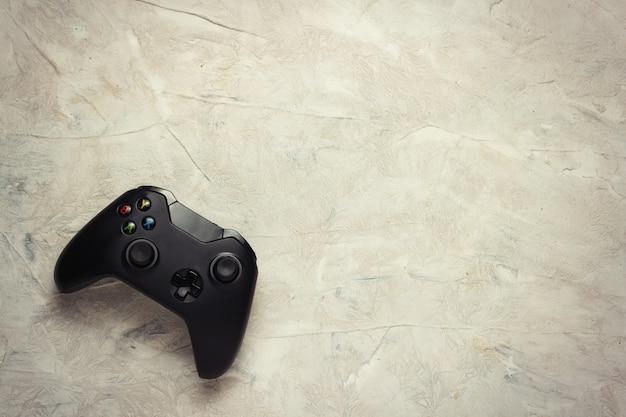 Gamepad von der spielekonsole auf hellem hintergrund. das spielekonzept